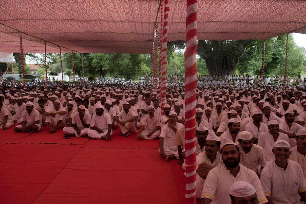 Yerwada Central Jail Inmates awaiting the stars.