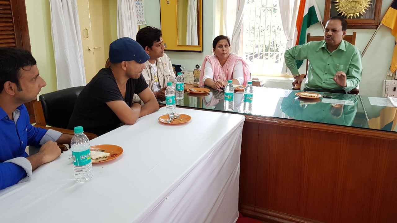 Inaamulhaq, Deepak Dobriyal and Ravi Kishan with DIG Swati Sathe and ADG Dr. Upadhyay.