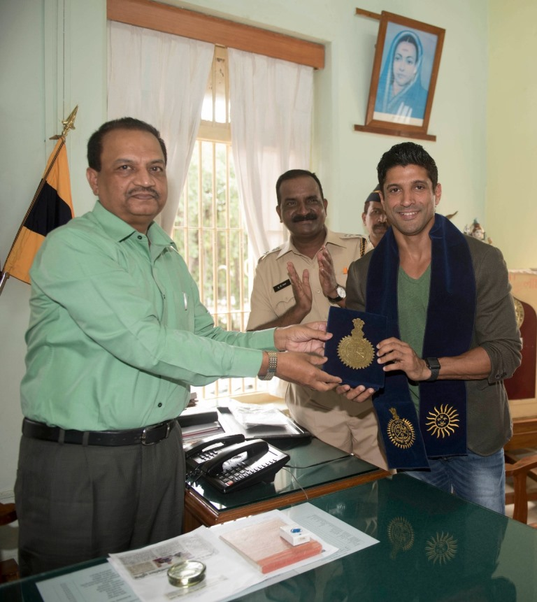Farhan Akhtar felicitated for Bhaag Milkha Bhaag.
