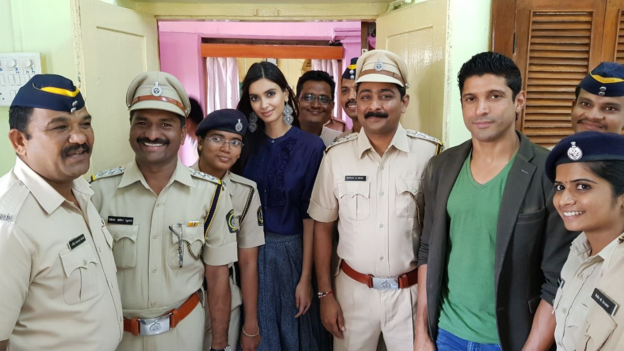 Farhan Akhtar & Diana Penty with Officer Kharat and his team.